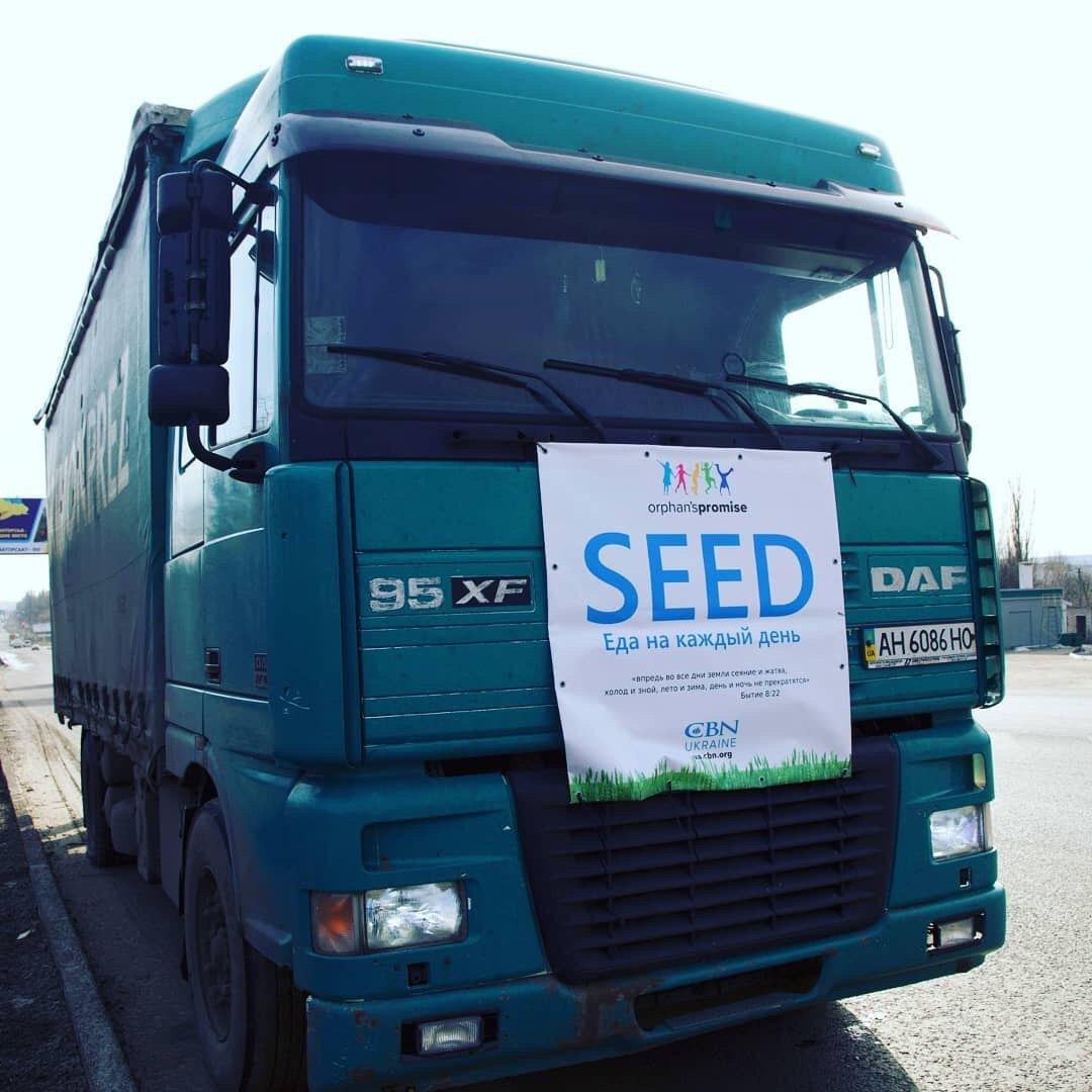 Еда на каждый день: на Донбасс завезли фуру с семенами